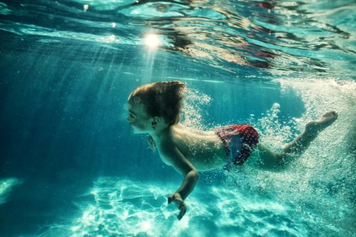 happy-baby-underwater