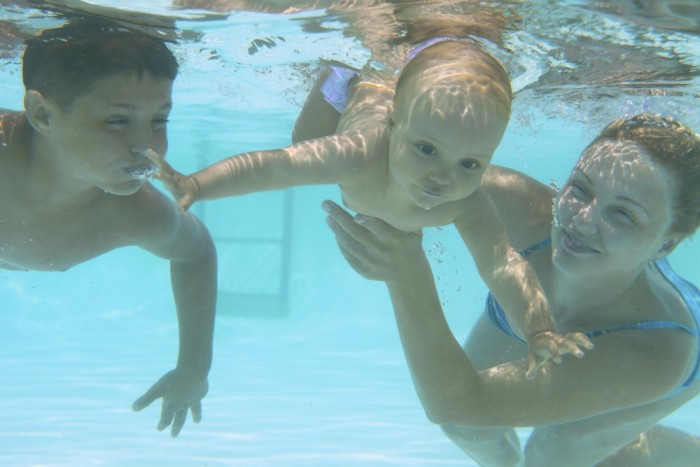 mama-baby-sibling-swim